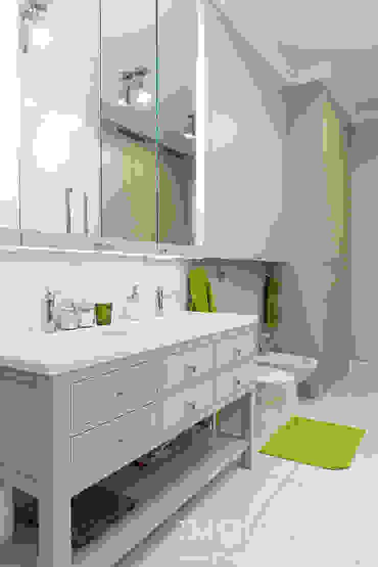 Classic Design – 230m2 Klasyczna łazienka od TiM Grey Interior Design Klasyczny