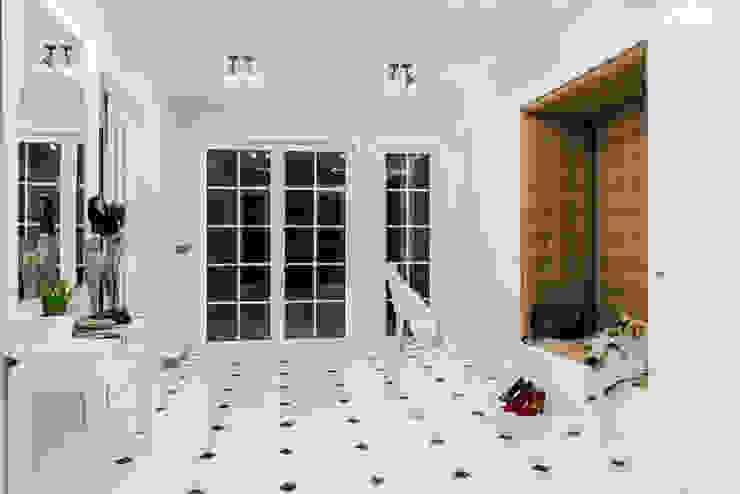 Classic Design - 230m2 Klasyczny korytarz, przedpokój i schody od TiM Grey Interior Design Klasyczny