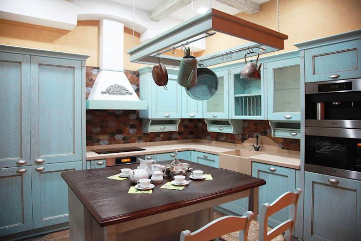 Cocinas de estilo rural de Мария Остроумова Rural