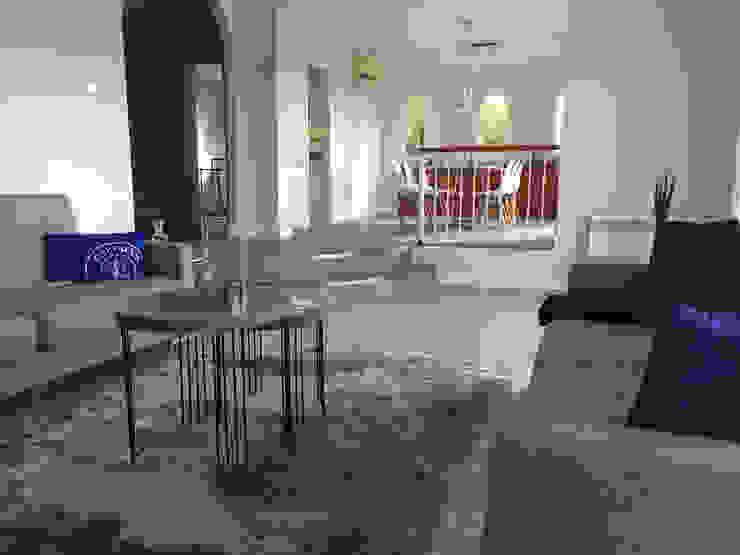 Wunderschönes Meerblick Chalet im maritimen Stil Mediterrane Wohnzimmer von INSIDE tp Mediterran