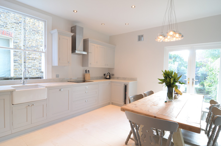 The Classic Kitchen in Surrey Classic style kitchen by Simon Benjamin Furniture Classic