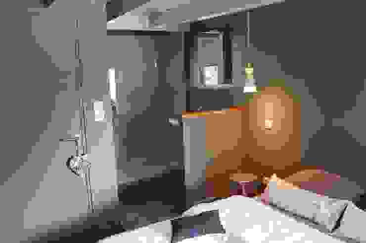 Modern style bedroom by virginie DEVAUX Modern