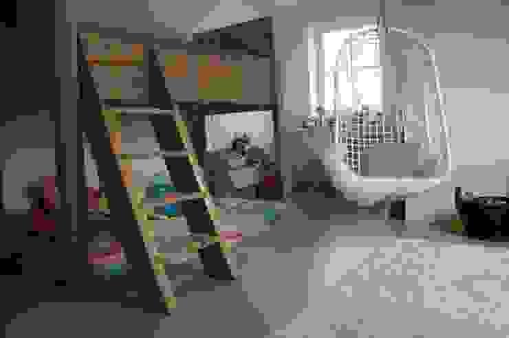 Kinderkamer met een gietvloer. :  Kinderkamer door Design Gietvloer,