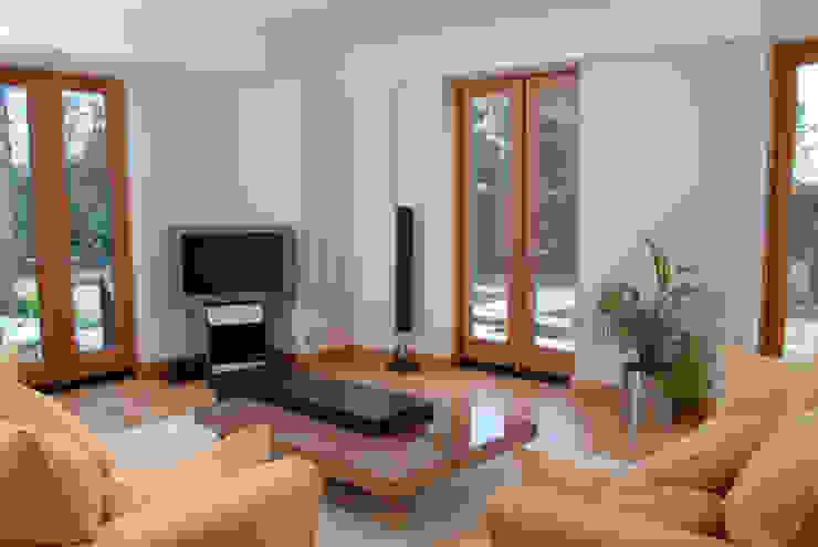 'Lofties' Nottinghamshire Minimalist living room by Rayner Davies Architects Minimalist