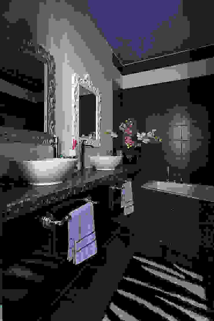 Baños de estilo moderno de Архитектурная студия Сенчугова Алексндра Moderno