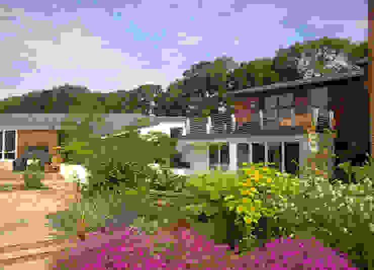 'Lofties' Nottinghamshire Mediterranean style garden by Rayner Davies Architects Mediterranean