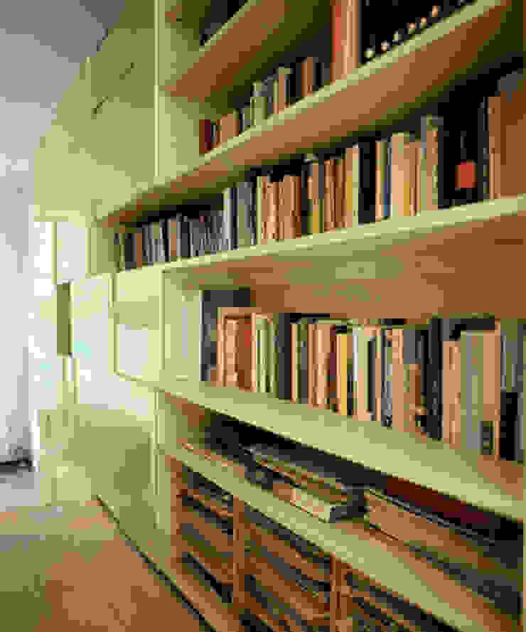 Form Follows Volume cabinet Moderne woonkamers van Diederik Schneemann Modern