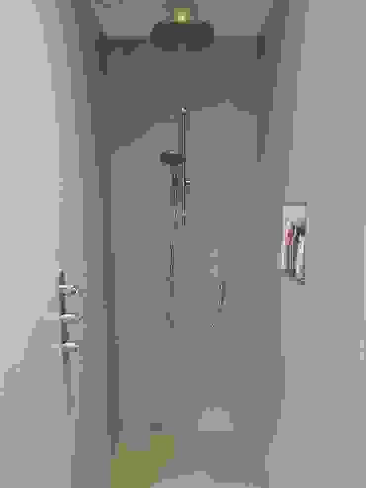 Inloopdouche met wandcoating en gietvloer Industriële badkamers van Design Gietvloer Industrieel