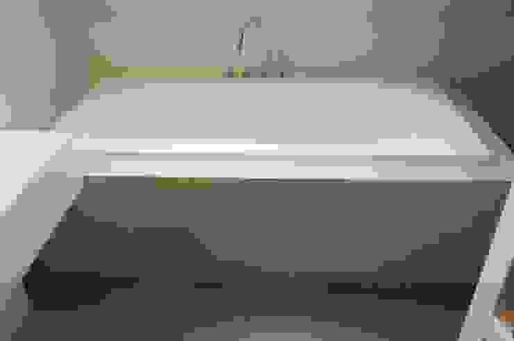 Badombouw met StoneWall Stuckwerk Moderne badkamers van Design Gietvloer Modern