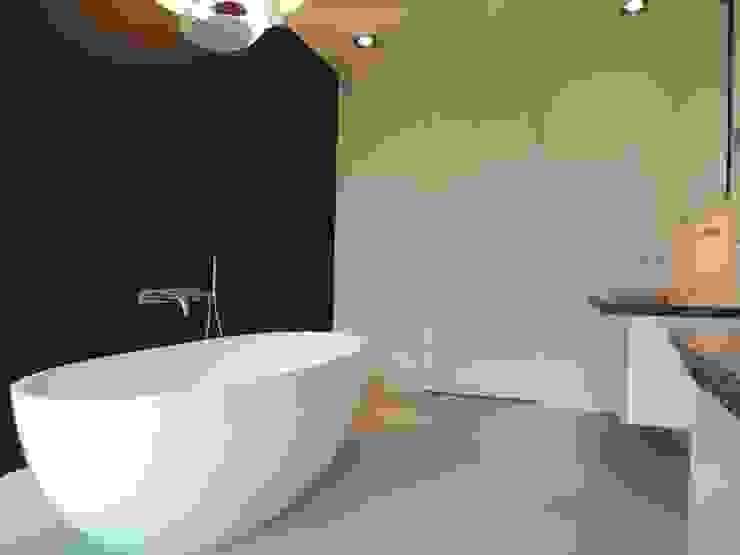 Baños de estilo moderno de Design Gietvloer Moderno