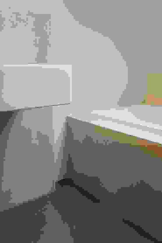 Detail badkamer Moderne badkamers van Design Gietvloer Modern