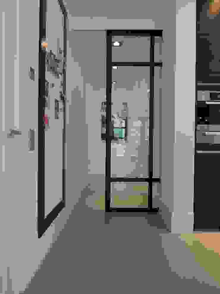 Schuifdeursysteem in een gietvloer verwerkt Moderne keukens van Design Gietvloer Modern