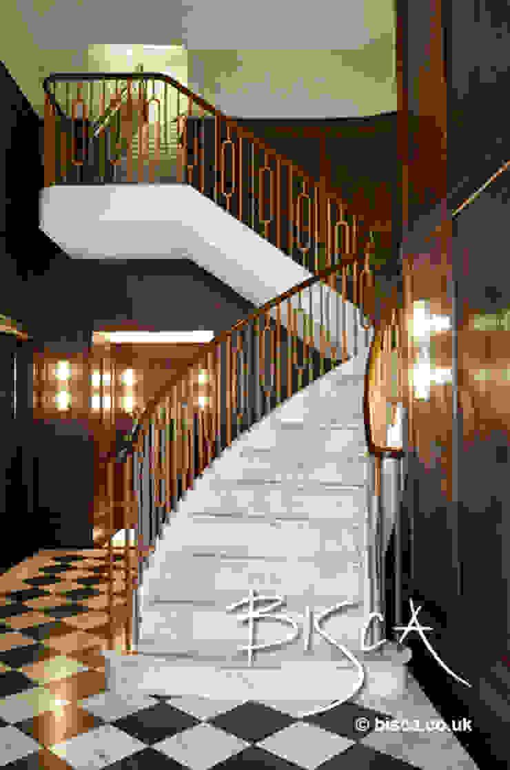 Stone Staircase by Bisca Balcon, Veranda & Terrasse classiques par Bisca Staircases Classique