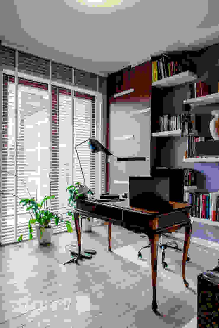 Modern Apartment – 100m2 Nowoczesne domowe biuro i gabinet od TiM Grey Interior Design Nowoczesny