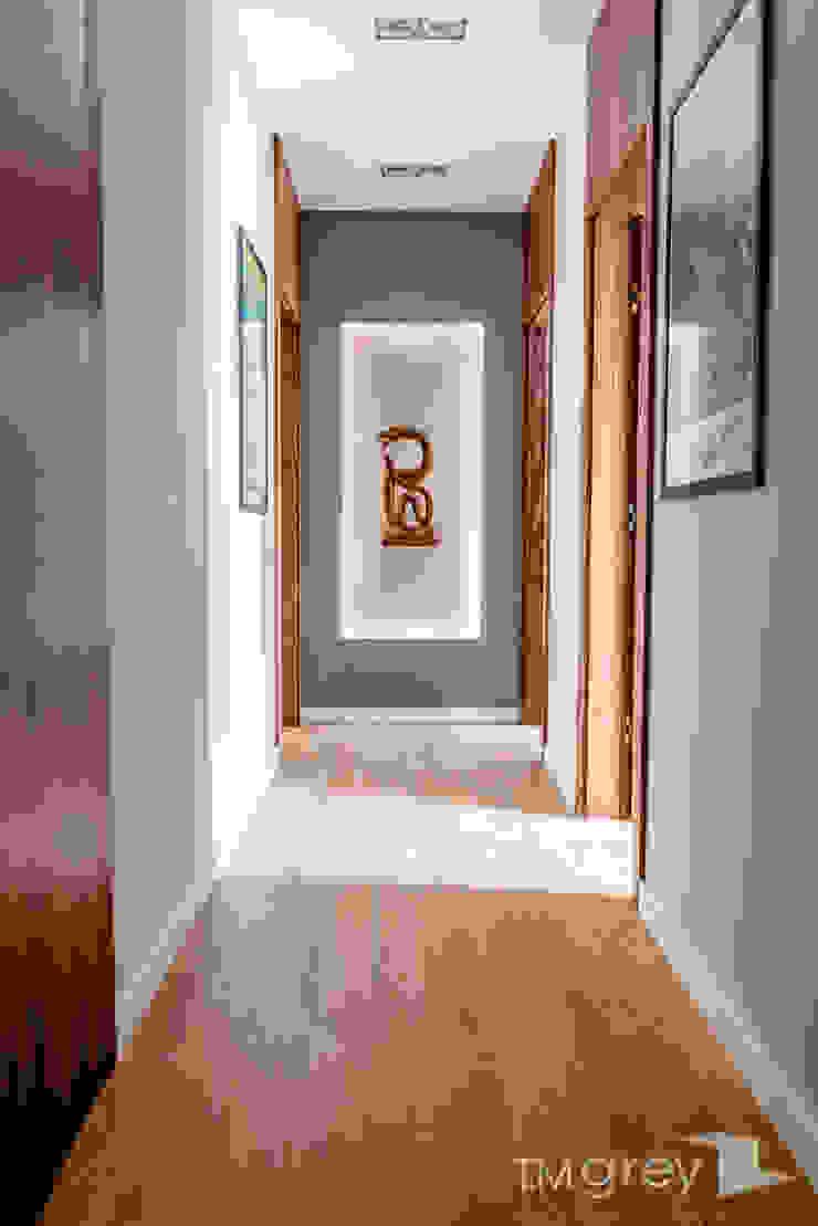 Modern Apartment – 100m2 Nowoczesny korytarz, przedpokój i schody od TiM Grey Interior Design Nowoczesny