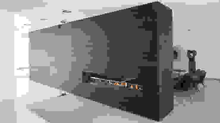 Modern dining room by Lab32 architecten Modern