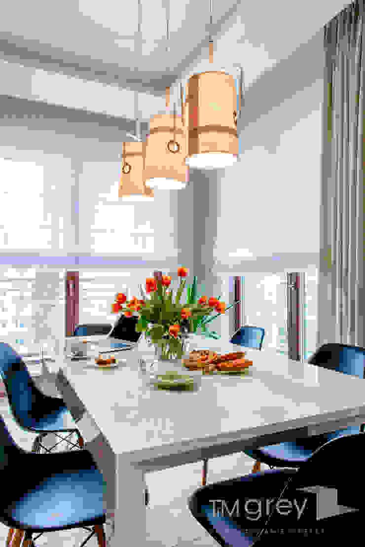 Modern Apartment – 100m2 Nowoczesna jadalnia od TiM Grey Interior Design Nowoczesny