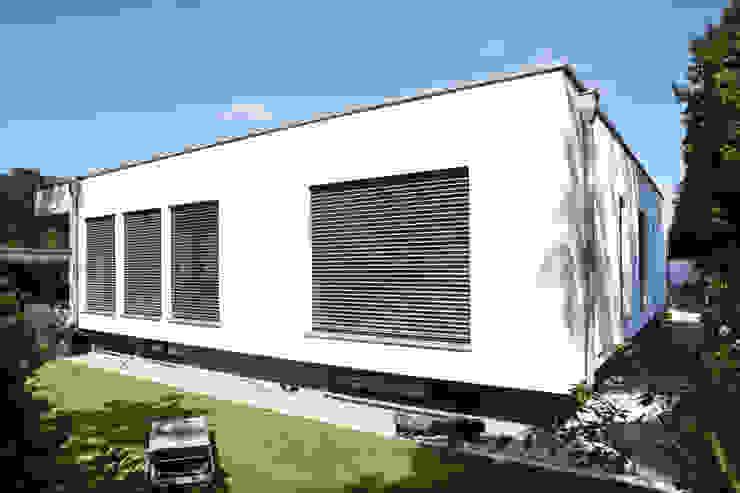 Bauhaus Villa in München Minimalistische Häuser von 2P-raum® Architekten Minimalistisch