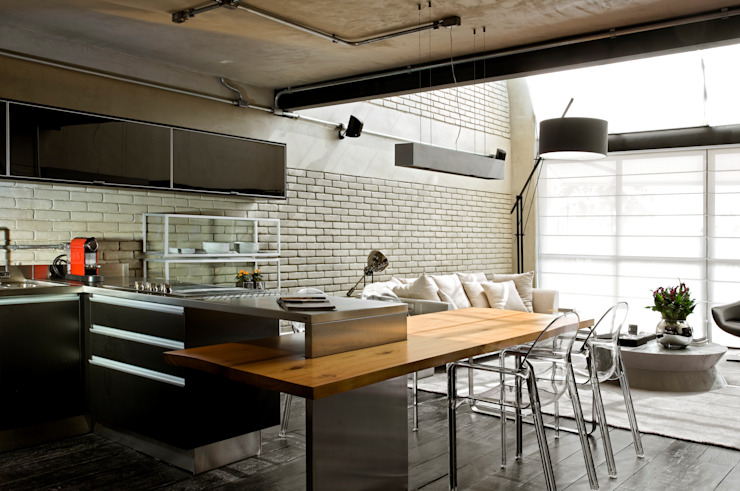 Industrial style kitchen by DIEGO REVOLLO ARQUITETURA S/S LTDA. Industrial
