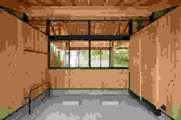 Qilin オリジナルデザインの ガレージ・物置 の 松島潤平建築設計事務所 / JP architects オリジナル