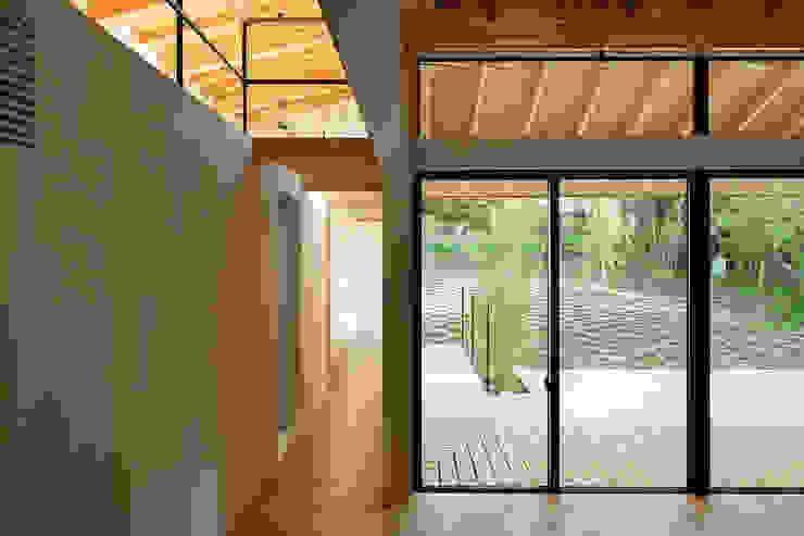 Qilin: 松島潤平建築設計事務所 / JP architectsが手掛けたリビングです。,オリジナル