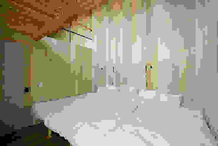Qilin オリジナルスタイルの 寝室 の 松島潤平建築設計事務所 / JP architects オリジナル