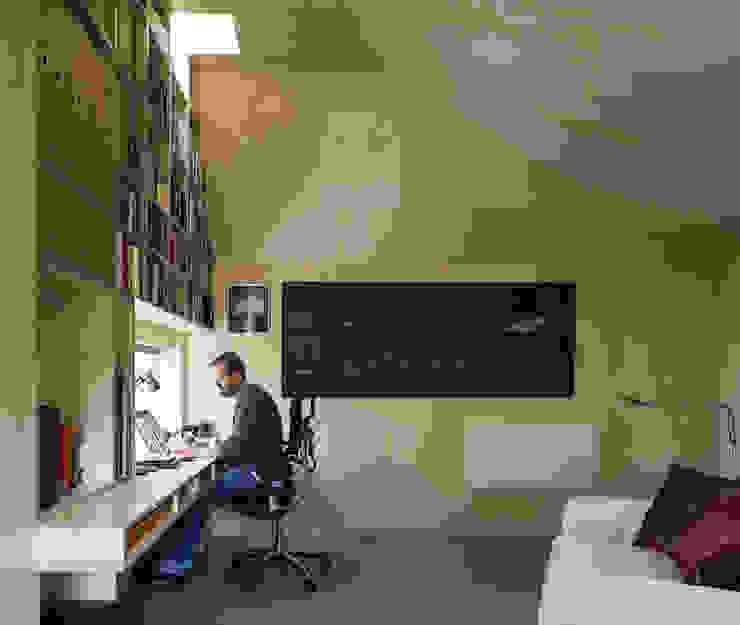 Cut & Frame House Modern study/office by Ashton Porter architects Modern