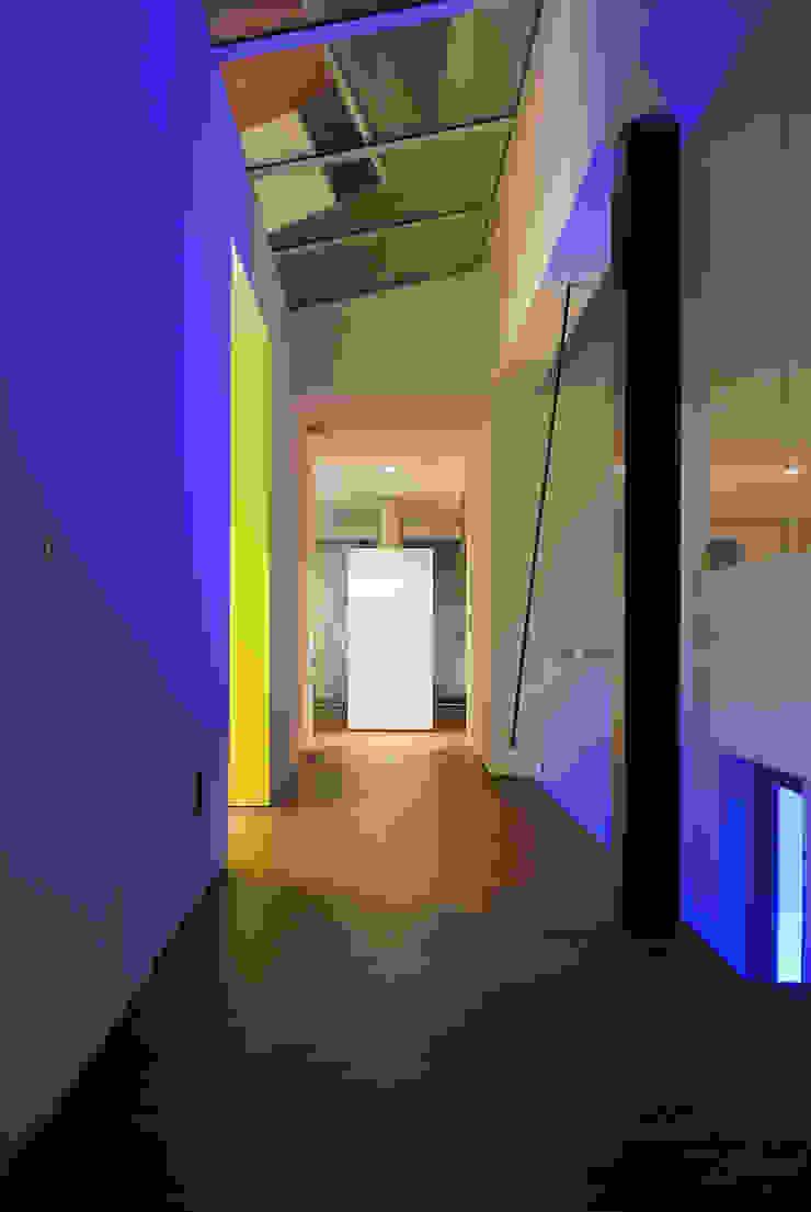 Droomhuis met 'Ambylight' Moderne gangen, hallen & trappenhuizen van Lab32 architecten Modern