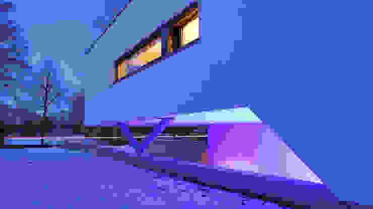 Droomhuis met 'Ambylight' Moderne huizen van Lab32 architecten Modern