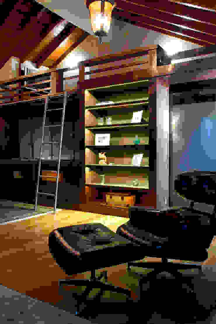 Casa Três Figueiras Salas de estar clássicas por Carina Fraeb Arquitetura Clássico