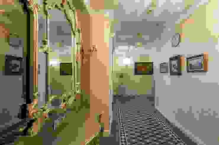 Квартира в Москве 137 кв. м. Коридор, прихожая и лестница в классическом стиле от MM-STUDIO Классический