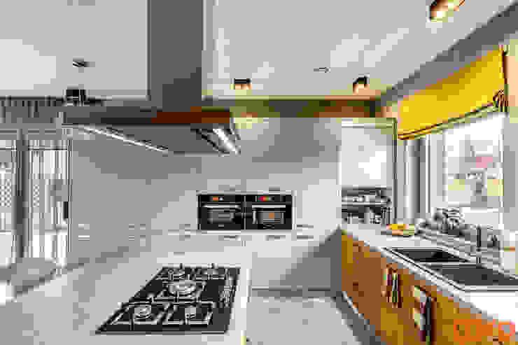 Cocinas de estilo minimalista de COCO Pracownia projektowania wnętrz Minimalista