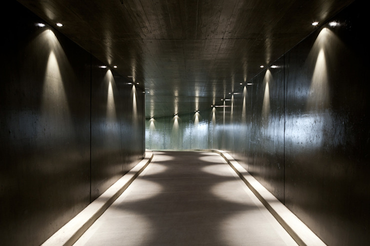 Garage / Hangar de style  par Savioni Kuithan Architekten GmbH,