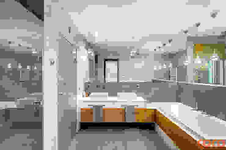 Dom w szarościach Minimalistyczna łazienka od COCO Pracownia projektowania wnętrz Minimalistyczny