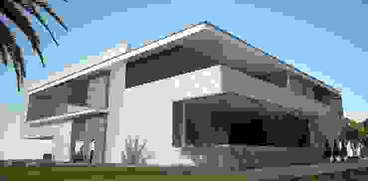 Проект особняка в г. Сухуми, республика Абхазия Дома в стиле минимализм от INHOUSE Минимализм