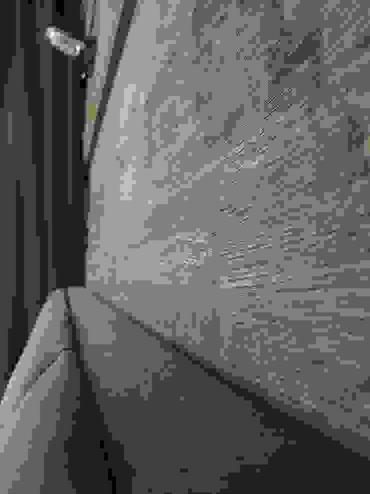 Apartament w Zakopanem - detal Minimalistyczne ściany i podłogi od Jacek Tryc-wnętrza Minimalistyczny