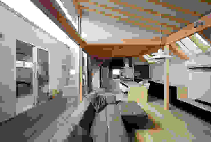 Гостиная в стиле модерн от 充総合計画 一級建築士事務所 Модерн