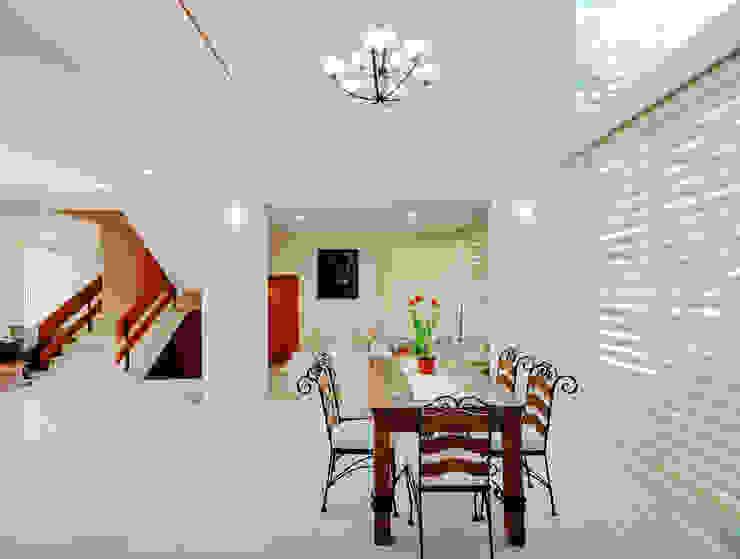 Dining room by Excelencia en Diseño, Modern