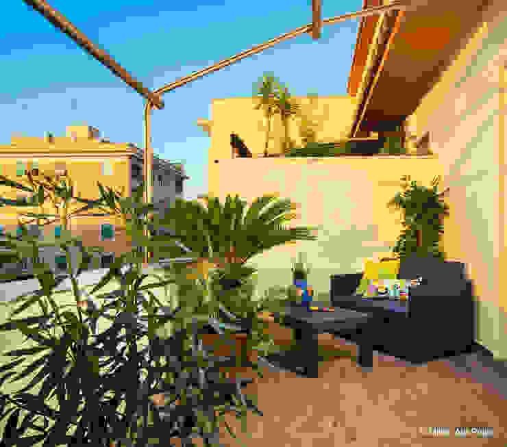 Klasyczny balkon, taras i weranda od Maurizio Giovannoni Studio Klasyczny