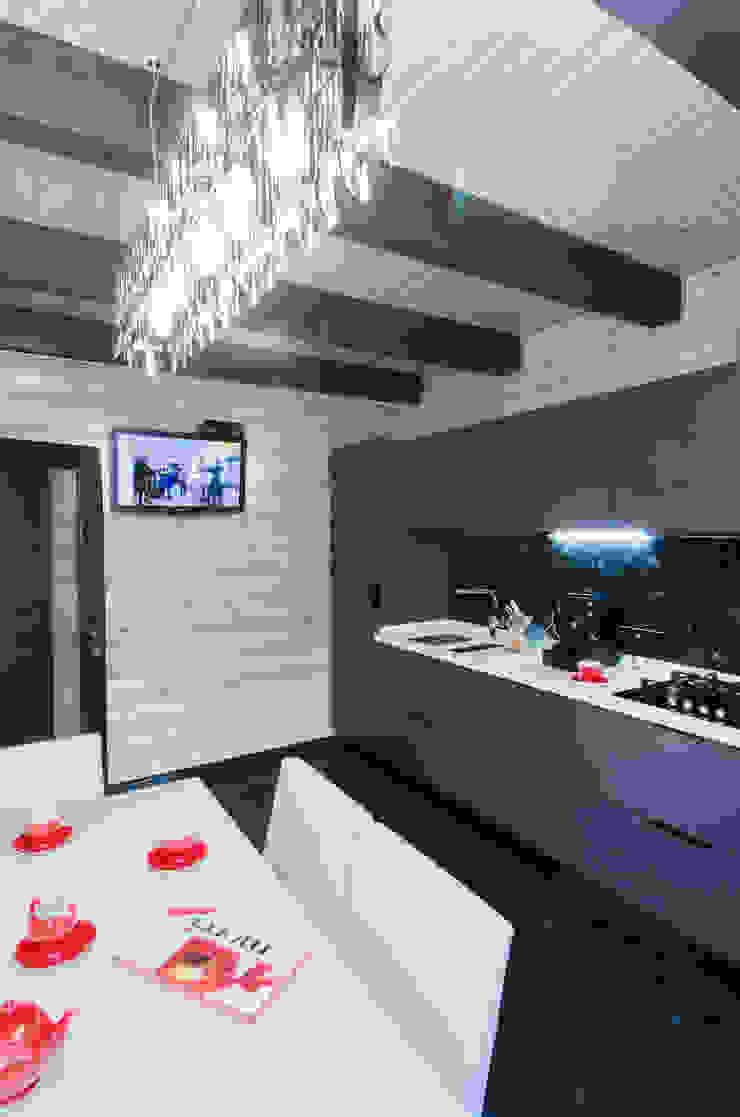 Сруб – Рубим по-новому Кухня в рустикальном стиле от Samarina projects Рустикальный