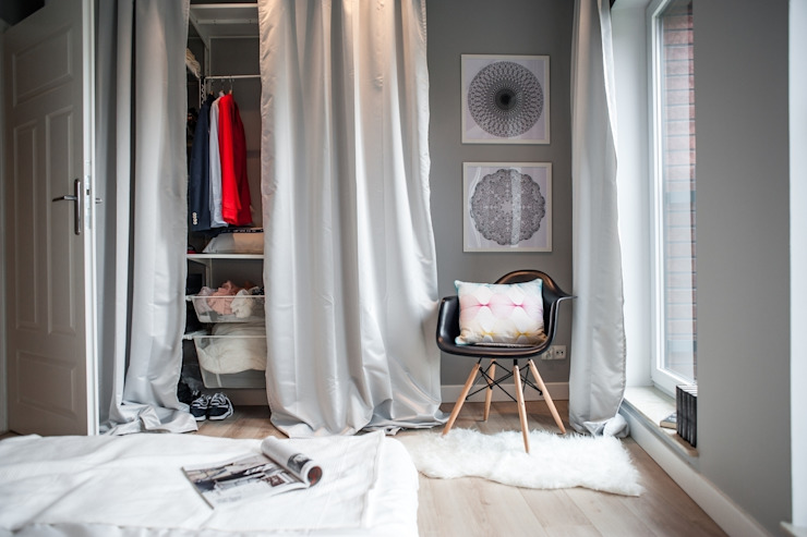 Camera da letto in stile scandinavo di Raca Architekci Scandinavo