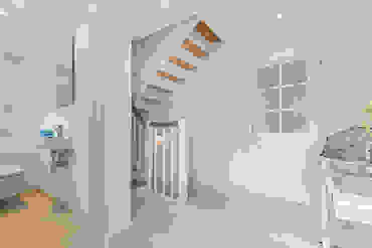 Immofoto-Sylt 乡村风格的走廊,走廊和楼梯
