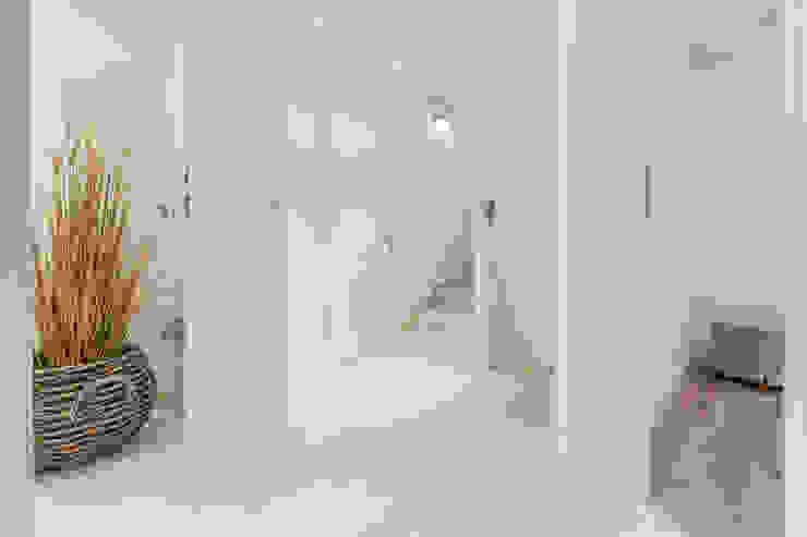 Immofoto-Sylt Pasillos, vestíbulos y escaleras de estilo rural