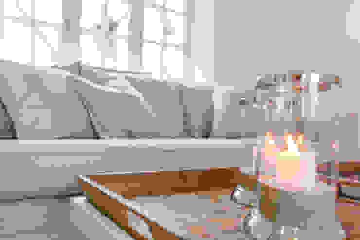 Home Staging Reetdachhaus auf Sylt Wohnzimmer im Landhausstil von Immofoto-Sylt Landhaus