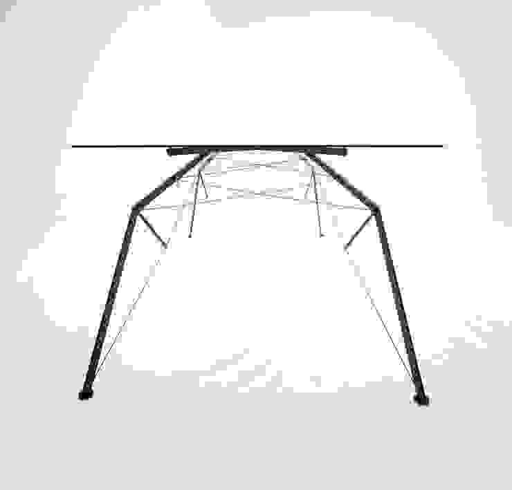 NAGI Dining Table Araña od NAGI Minimalistyczny
