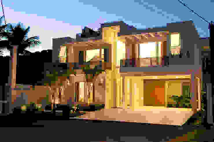 Casas modernas de FJ Novaes Light Projects Moderno