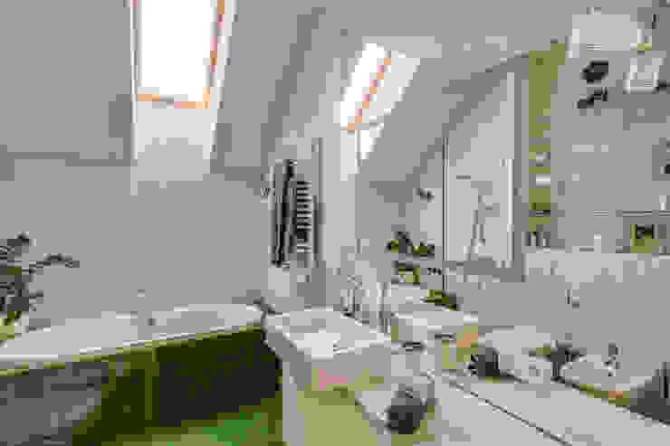 Apartment w Libertowie pod Krakowem: styl , w kategorii Łazienka zaprojektowany przez Biuro Projektowe Pióro,Minimalistyczny