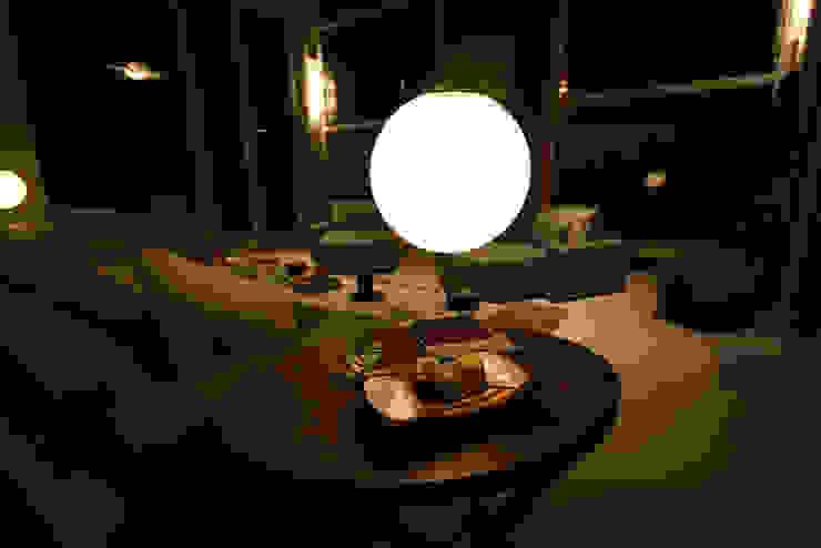 Salones modernos de FJ Novaes Light Projects Moderno