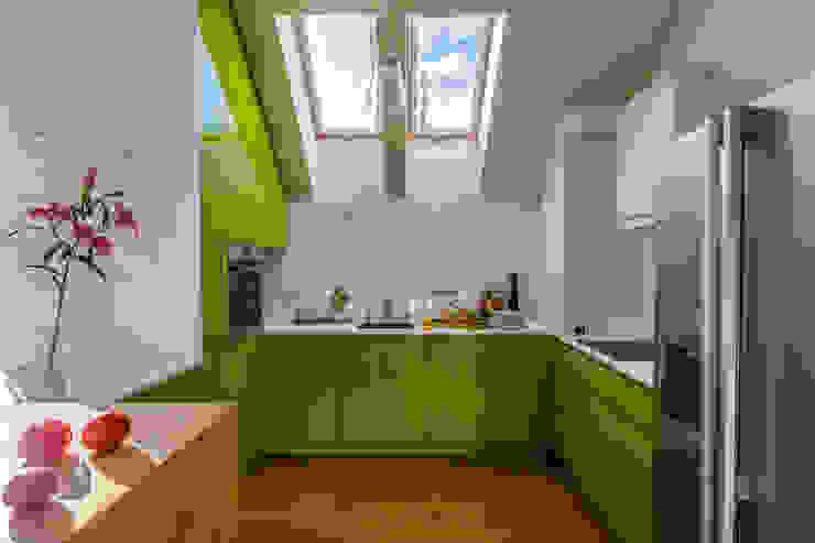 Apartment w Libertowie pod Krakowem Minimalistyczna kuchnia od Biuro Projektowe Pióro Minimalistyczny