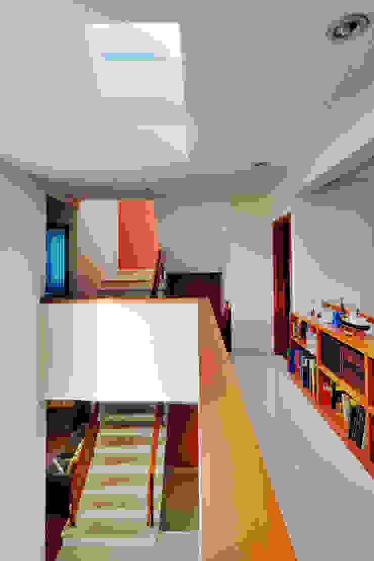 Moderner Flur, Diele & Treppenhaus von Excelencia en Diseño Modern